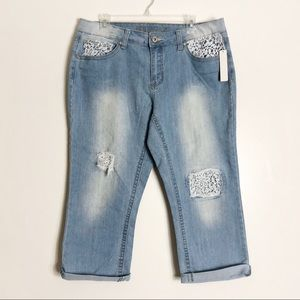 New Directions Bohemian Lace Capri Jeans